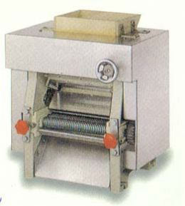 Dough Sheeter Noodle Making M/C(Desk Type) (Laminoir Noodle Making M / C (Desk Type))