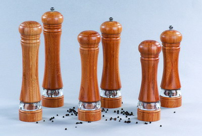 SALT SHAKER & PEPPER MILL SET (Salt Shaker & Pfeffermühle SET)